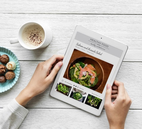 Man holding a tablet looking at a healthy food website
