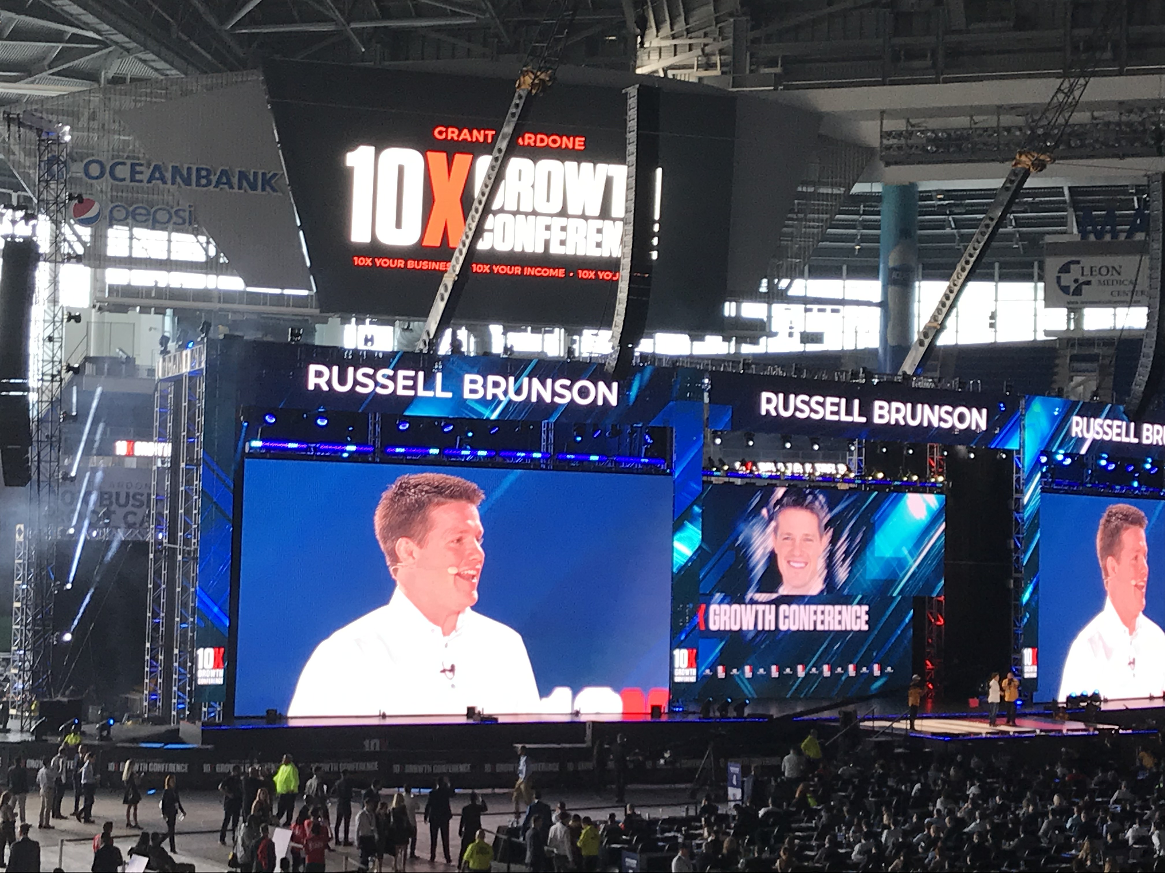russel-brunson-onstage-at-10x-con-1
