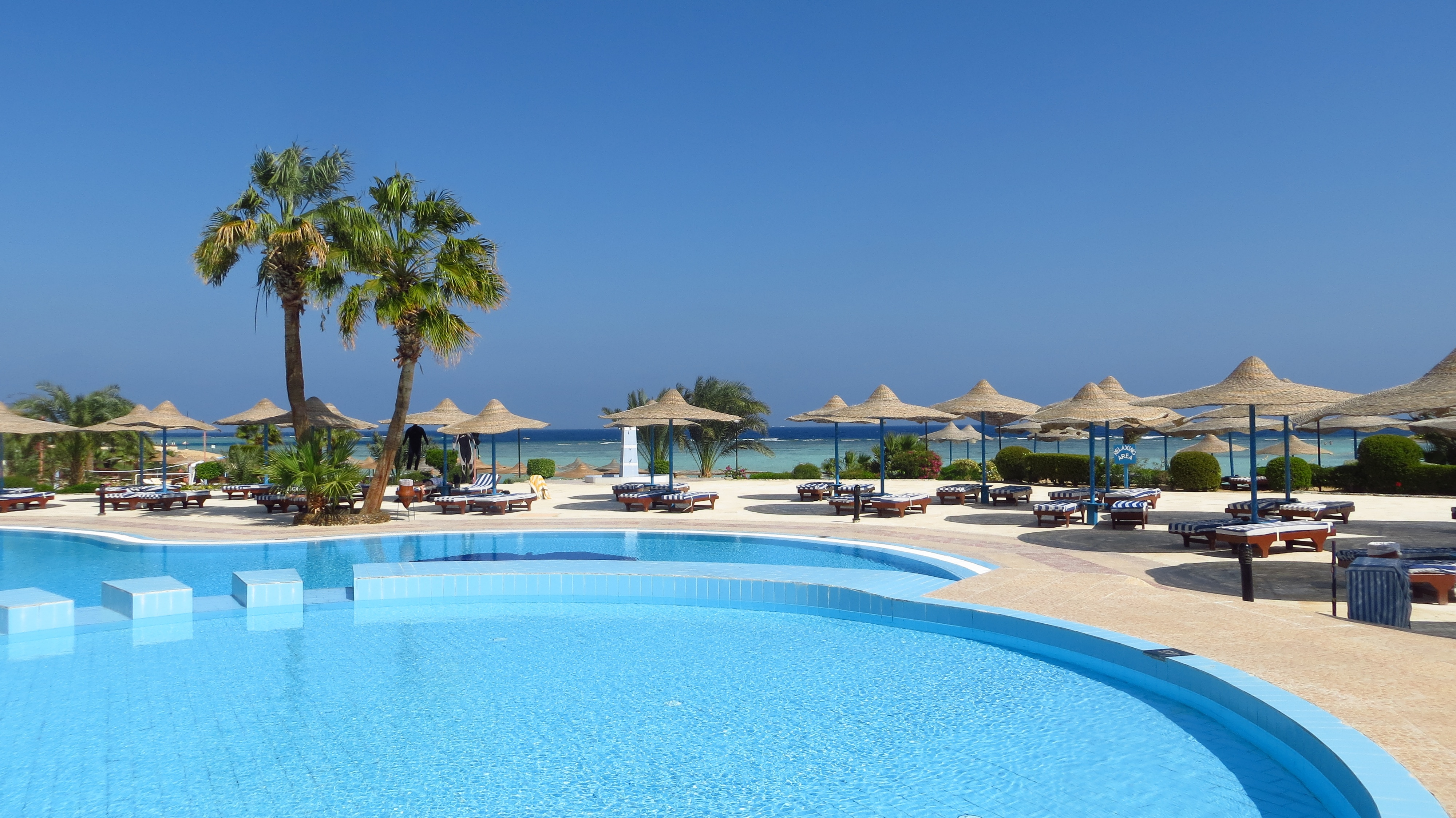 hotel-pool-image