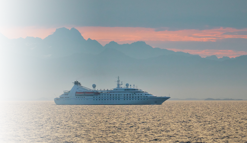 cruise-ship-on-sunset-horizon-travel-marketing-blog-diazcooper