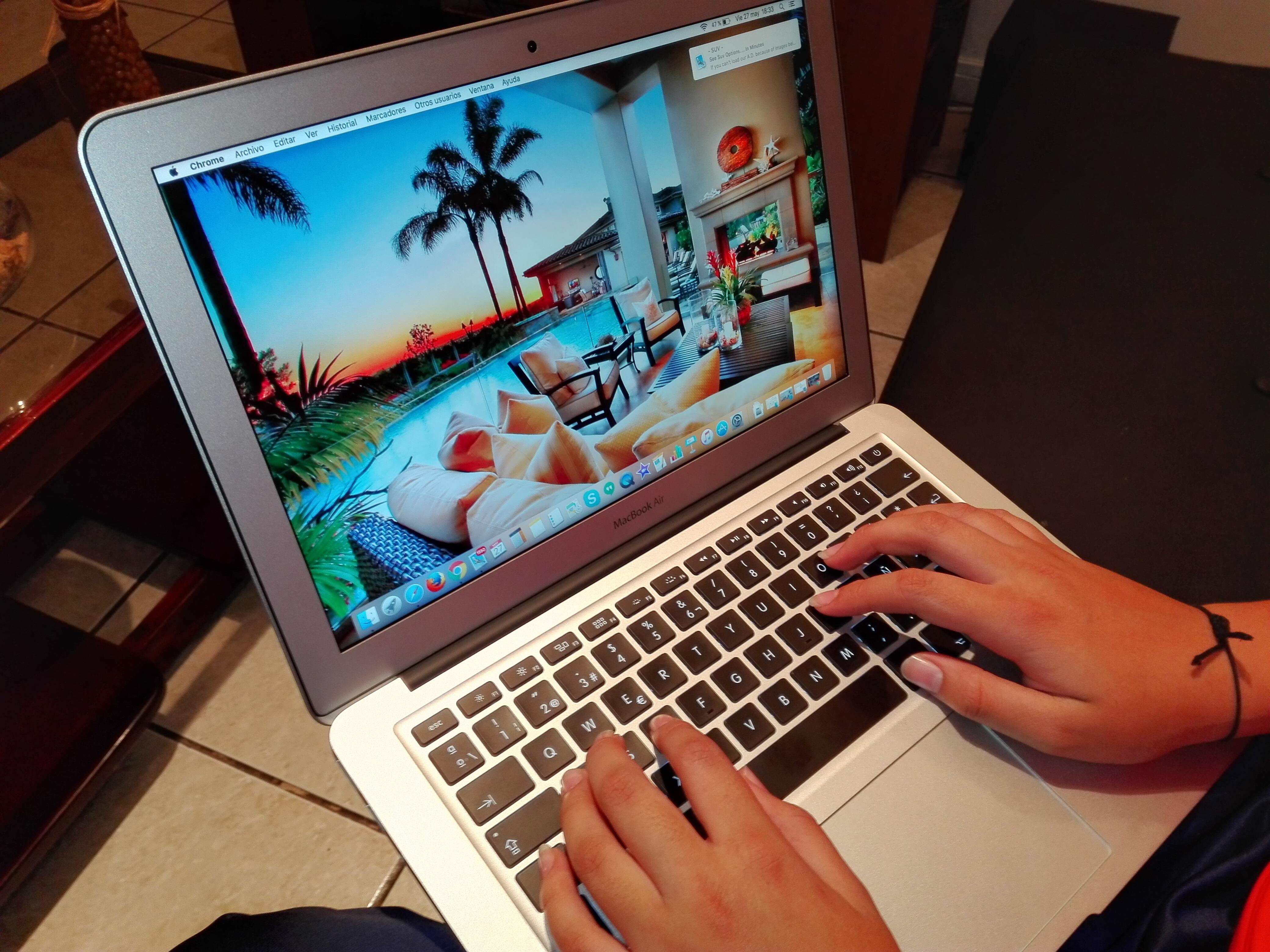 booking-hotel-online-macbook